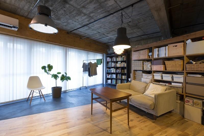 視覚的効果の高い、回遊する家 (リビング)