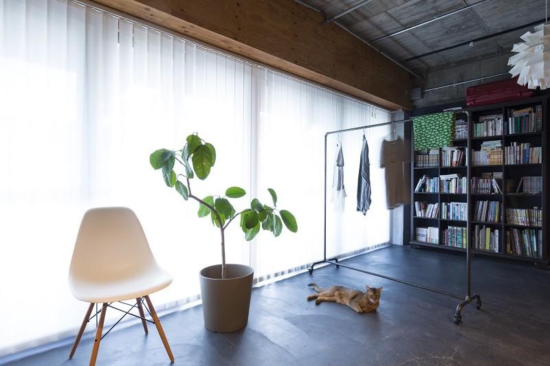 視覚的効果の高い、回遊する家 (インナーバルコニー)