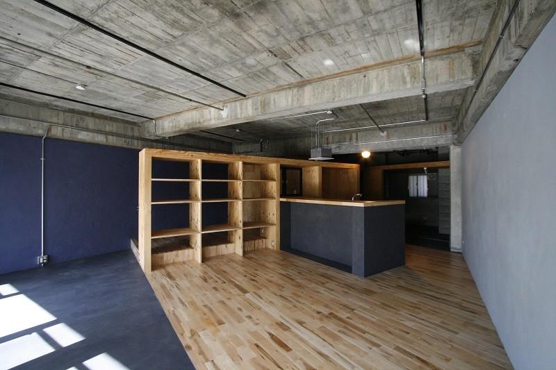 視覚的効果の高い、回遊する家 (LDK)