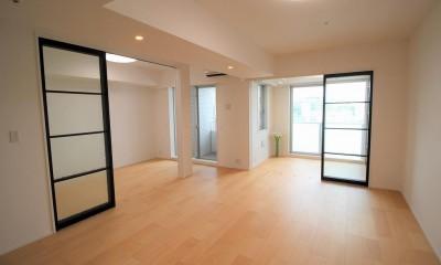 壁を無くして広々1ルームに|オーダーキッチンとタイルでスペイン風インテリア空間を創造