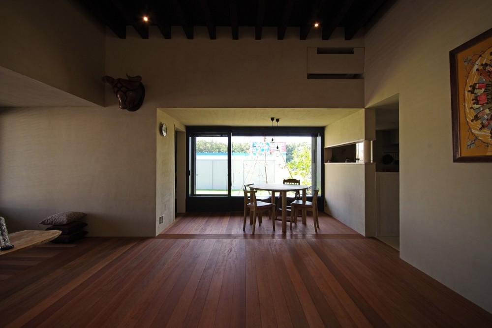 竹の山の家 (リビングから見たダイニング)