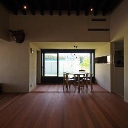 リビングから見たダイニング (竹の山の家)