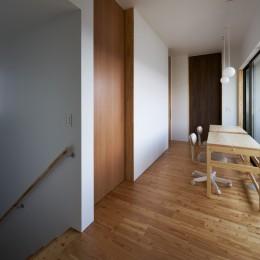 軒と中庭の家 (2階のスタディコーナー)