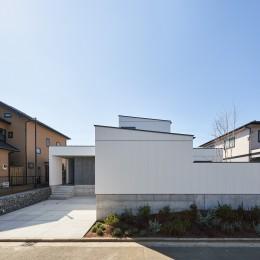 N House (前面道路からの外観)