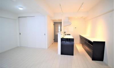在宅ワークもできて、家族が気兼ねなく過ごせる家 (間仕切り壁を取り払い、大空間のリビングダイニングキッチン)