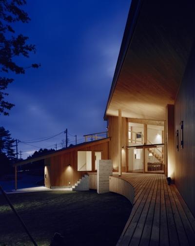 外観夕景 (VILLA BOOMERANG / 八ヶ岳の別荘)