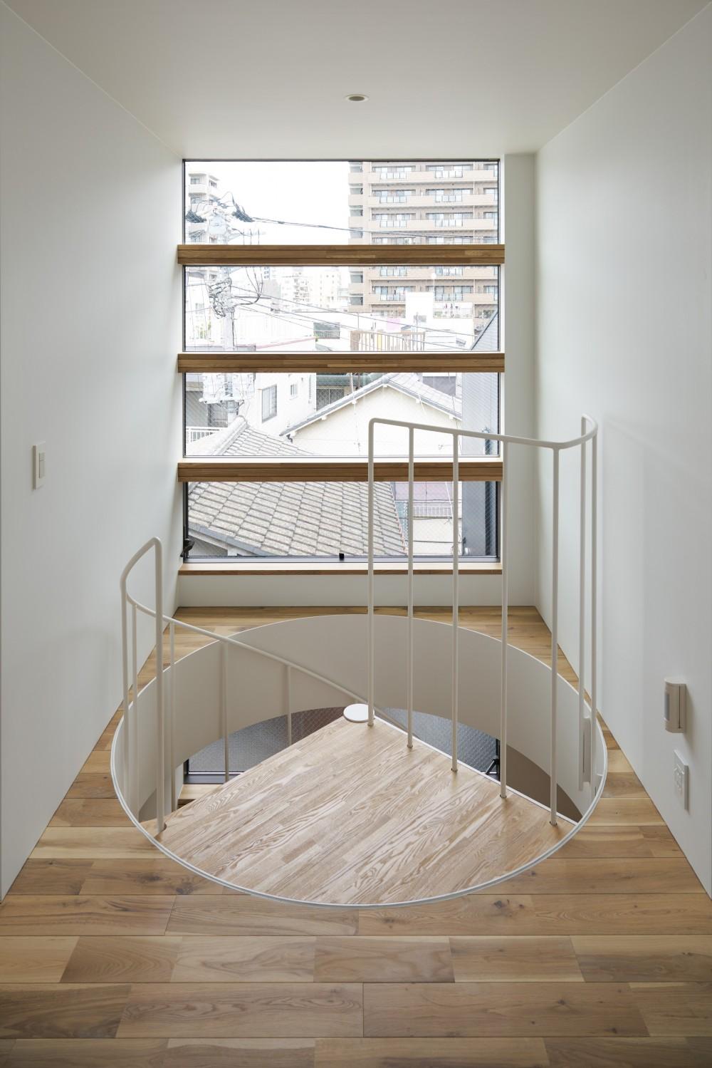 本駒込の家 (風と光の抜ける3階廊下)