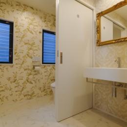 夫婦で愉しむシンプルラグジュアリー空間 (クラシカル&エレガントなトイレ)
