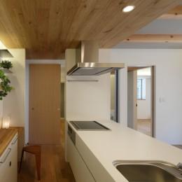 木の温かみのある2世帯住宅 ( 関町北の家 ) (親世帯キッチン)