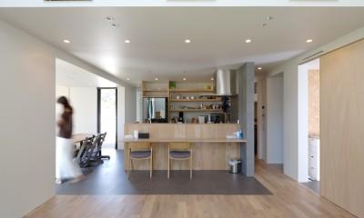 N House (キッチンを中心とした1階の空間)