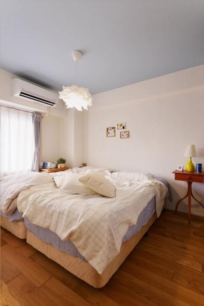 寝室 (K様邸_Hygge ~やわらかな光と自然素材に包まれて~)