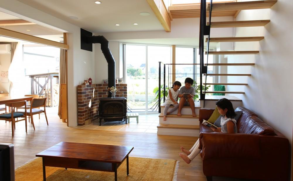 土間の家 (階段のある居間)