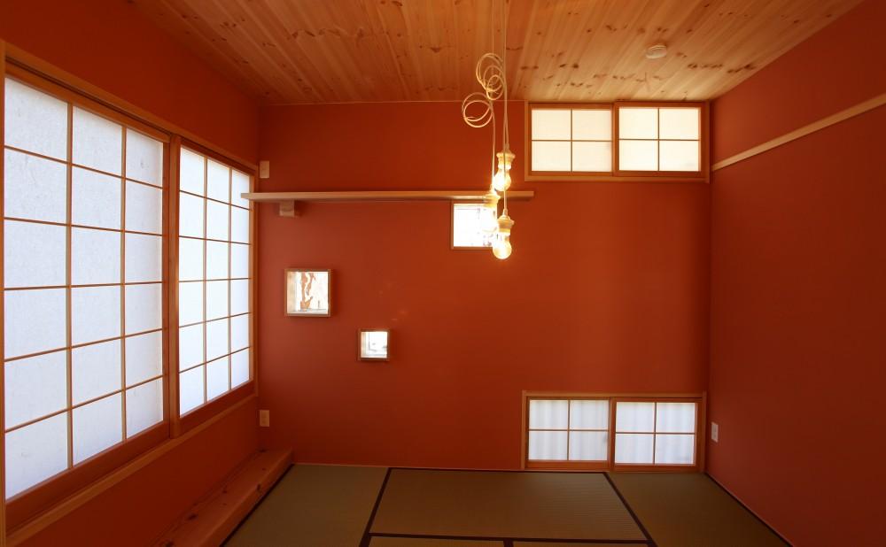 土間の家 (6つの窓を持つ和室)