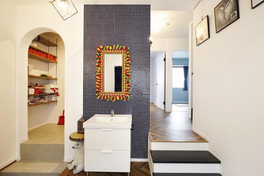 玄関の手洗いスペース (COLORFUL × STYLISH)