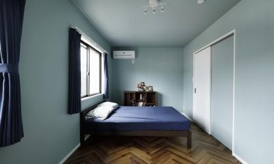 寝室はシンプルに、心地よく COLORFUL × STYLISH