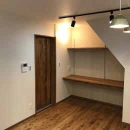 LDK (神戸松原通の家「レトロテイスト」な戸建て住宅)