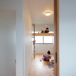 軒と中庭の家 (ロフトのある子供部屋)