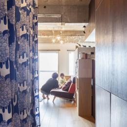 Y邸-写真現像用の暗室と広めの玄関を