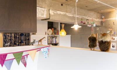 Y邸-写真現像用の暗室と広めの玄関を (天井)