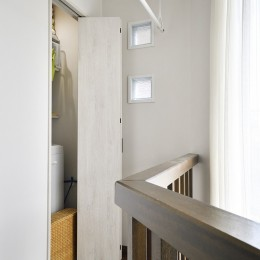 笑顔がつながるオープンキッチン (廊下に面した洗濯機のスペース)