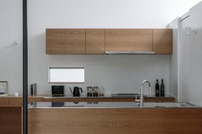 キッチン (House H〜中庭と吹き抜けのある家〜)