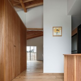 House T〜登り梁の美しい家〜 (玄関)