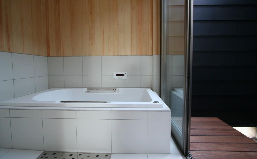 季行船 (浴室とバスコート)