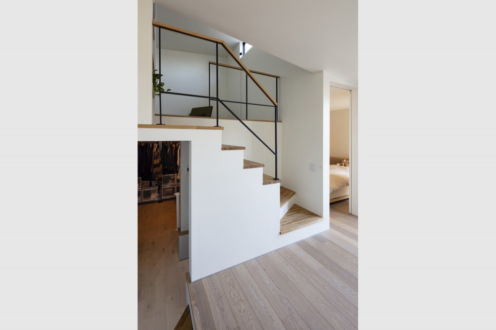松戸の家4(FLAT HOUSE) (階段)