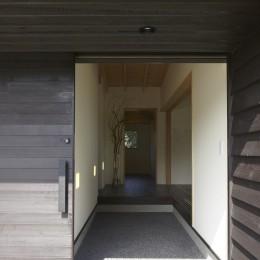広い土間の玄関土間 (館山の家~海辺の町で暮らす終の棲家)