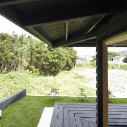 館山の家~海辺の町で暮らす終の棲家 (海側の縁側)