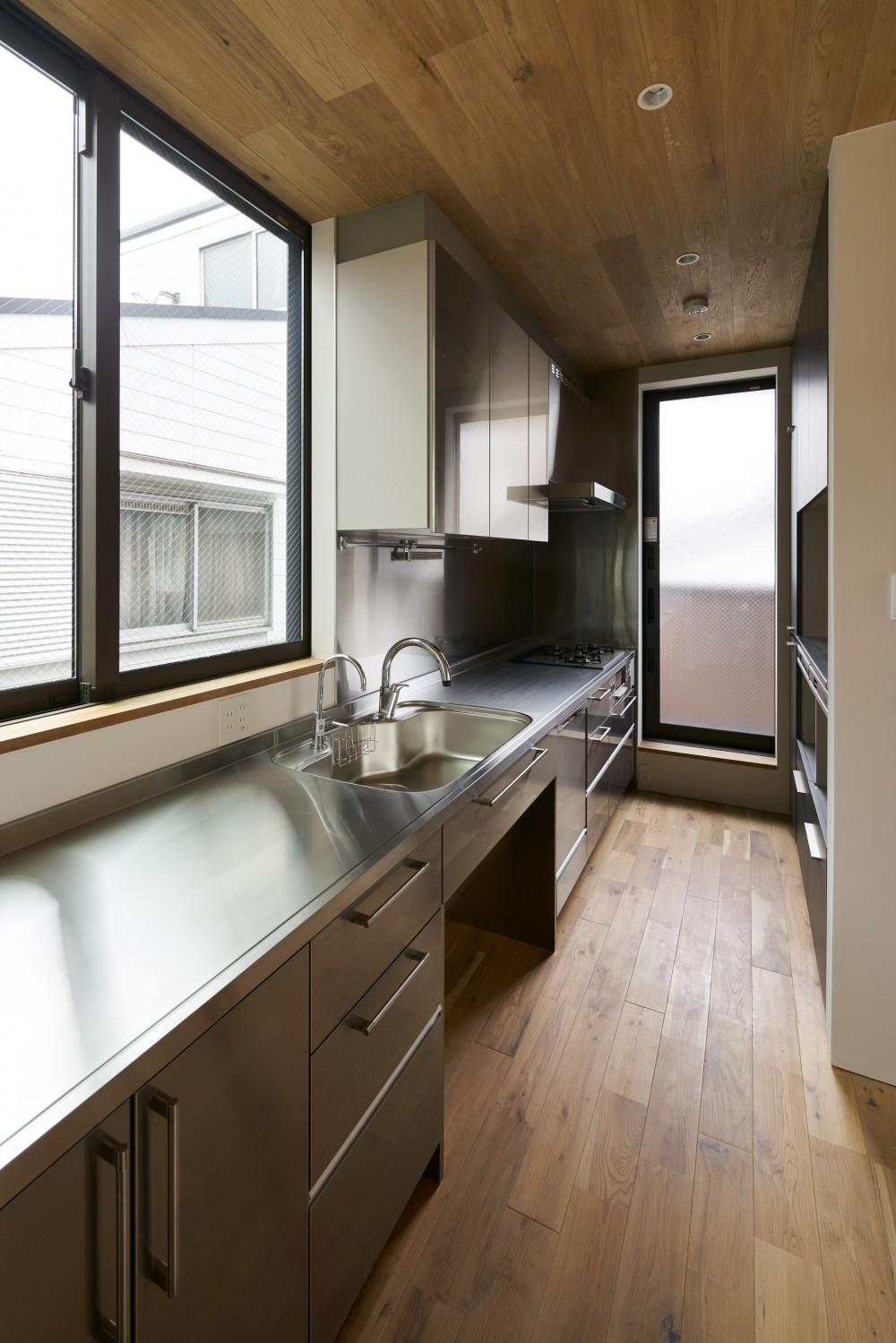 本駒込の家 (2階北側のキッチン)