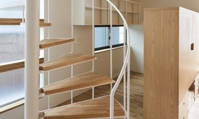本駒込の家 (螺旋階段から見るワークスペース)