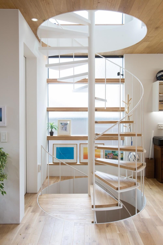 本駒込の家 (光を導く窓と螺旋階段)