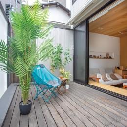 本駒込の家 (リビングと繋がる屋外空間)