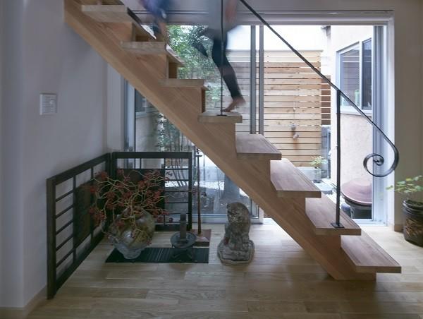 きいちゃんち~狭小地を有効に活用した2世帯住宅 (玄関)