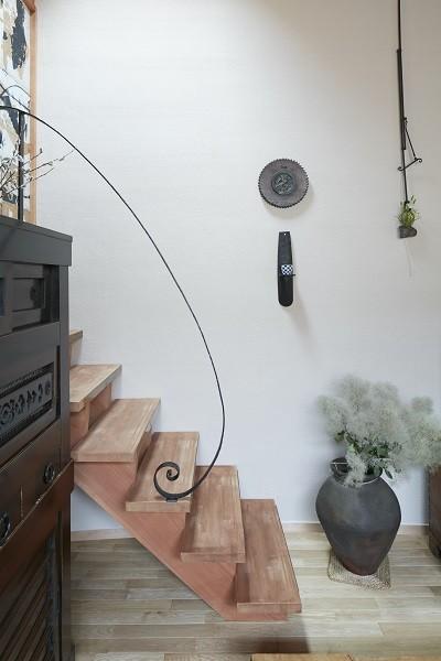 きいちゃんち~狭小地を有効に活用した2世帯住宅 (階段)