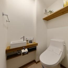 真冬でも廊下が寒くない 高断熱リノベーション (設備と内装を一新したトイレ)