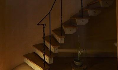 北鎌倉の家~伝統美と遊び心が融合する家 (階段)