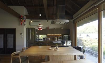 北鎌倉の家~伝統美と遊び心が融合する家 (ダイニングキッチン)