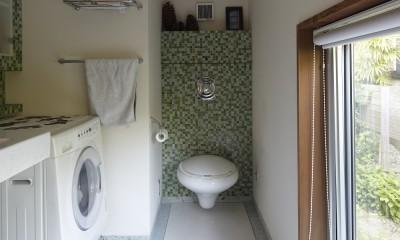 北鎌倉の家~伝統美と遊び心が融合する家 (洗面所とトイレ)