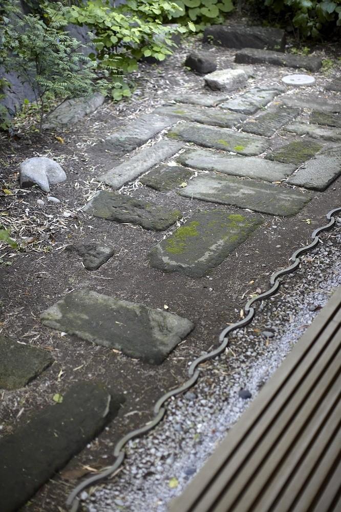 北鎌倉の家~伝統美と遊び心が融合する家 (裏庭)