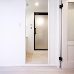 ナチュラルな白木調の部屋 (洗面室)