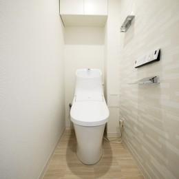 ナチュラルな白木調の部屋 (トイレ)