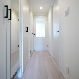 ナチュラルな白木調の部屋 (廊下)