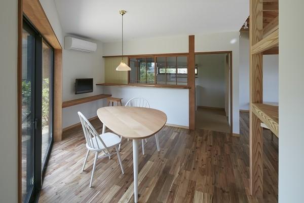 大草の家~猫と暮らすやさしいデザインの家 (ダイニングキッチン)