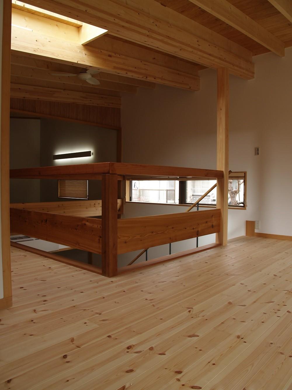 紅花居~百日紅と桜並木に囲まれた木箱の家 (子供部屋)