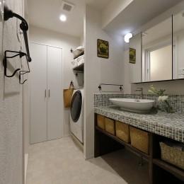 自然素材のぬくもりの家 (並んで使える広めの洗面スペース)