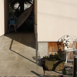 茅ケ崎東海岸北の家~中庭で緩やかにつながる2世帯住宅 (外観)