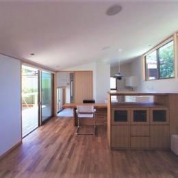 茅ケ崎東海岸北の家~中庭で緩やかにつながる2世帯住宅 (リビングダイニング)