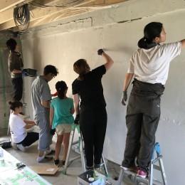 編集していく部屋 (皆んなで壁を塗りました)
